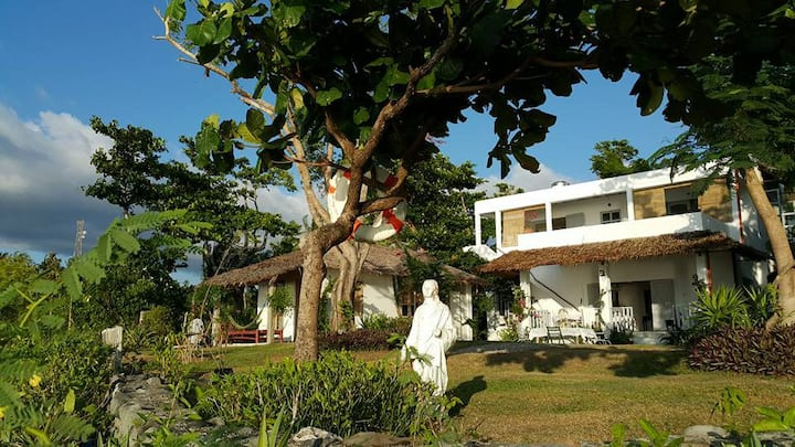 Balai LaHi  :  a home by the sea