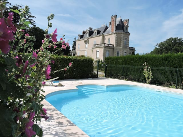 Chateau Vary & Loire Valley Cottages Ecurie (6)