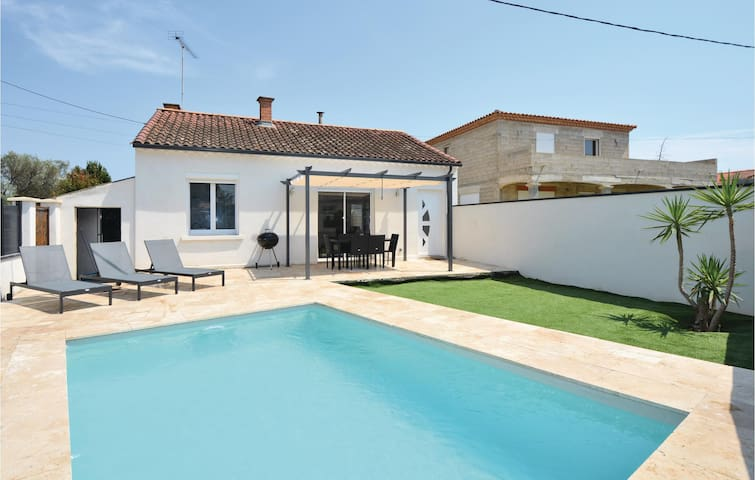 Holiday cottage with 2 bedrooms on 73m² in Beaucaire