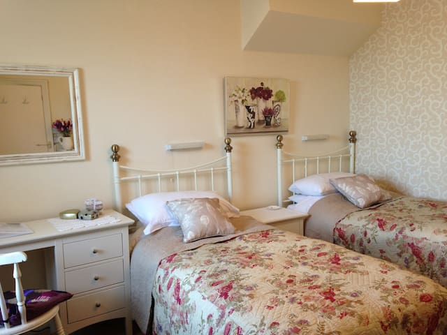 TWIN ROOM By The Sea - Eastbourne - Casa