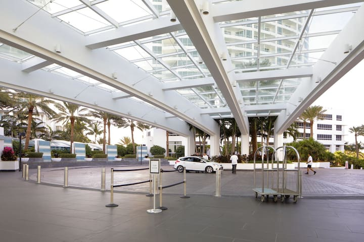 Fontainebleau Hotel Sorrento Tower Junior Suite Free Parking And