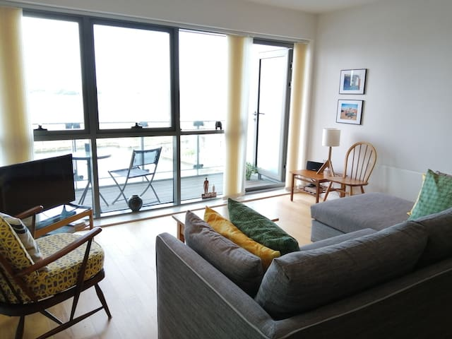 Waterfront Apartment- great views, close to centre