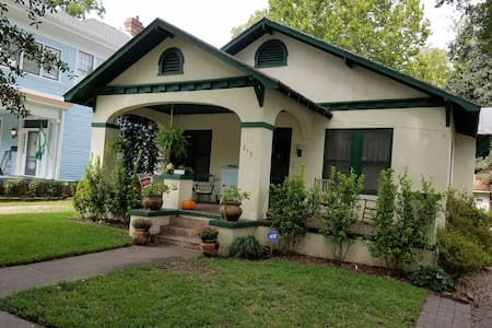 Historic, charming bungalow in downtown Augusta - Augusta - Huis