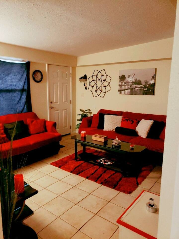 Comfy room close to beach restaurants shopping