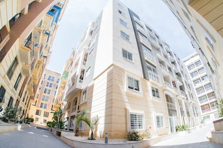 Sliema Modern Apartment +balcony, Prime Location - 塔斯-斯利馬