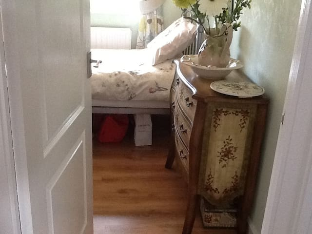 Single room with wardrobe and desk - Minworth