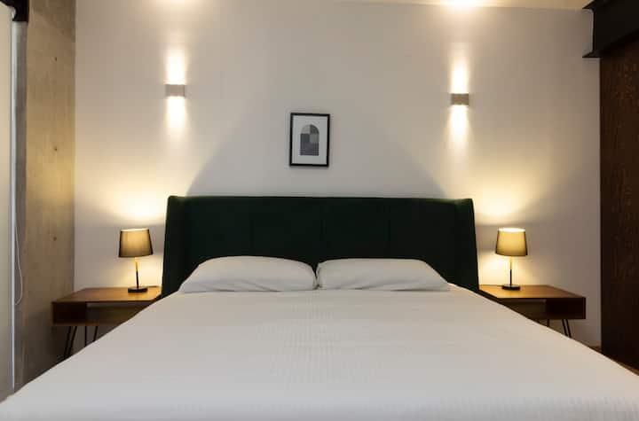 Beautiful 2 Bedroom perfect Location