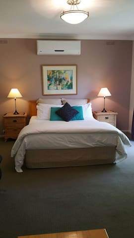 Acacia by the Lake - Garden Suite - Daylesford - Apartment