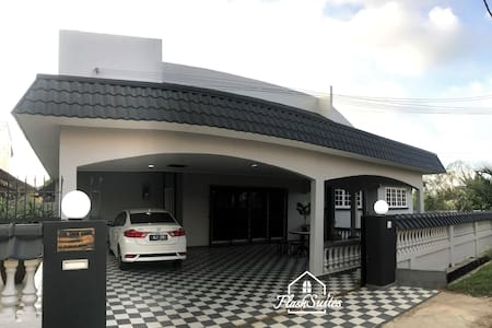 The Whole Bungalow · 5BR Bungalow - 5 mins to Klebang Malacca Beach