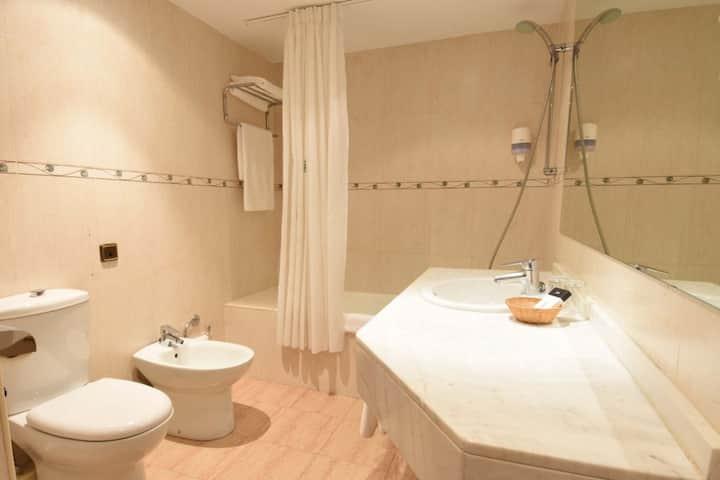Habitación Doble Superior (2 PAX) - Alojamiento y Desayuno