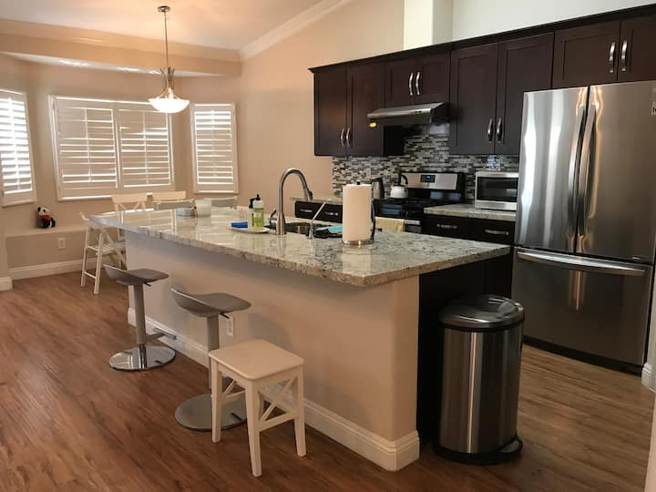 Newly remodeled quiet SFH in Las Vegas