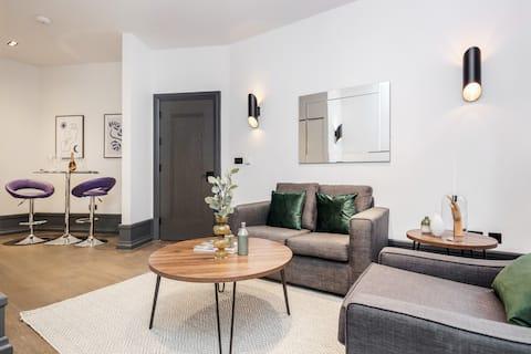 STAY&CO- Stunning 1 Bedroom Apt in Garrick St