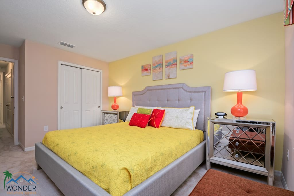 Master Bedroom w King Size Bed