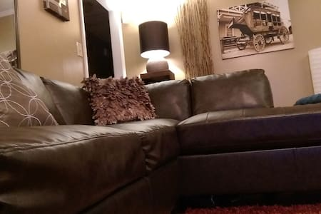 3beds wholehouse 20min to downtown - Hus