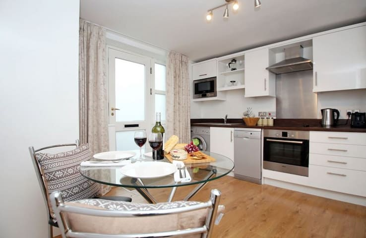 Highcliffe Apartment, City centre, sleeps 2 great for couples. - Winchester  - Flat