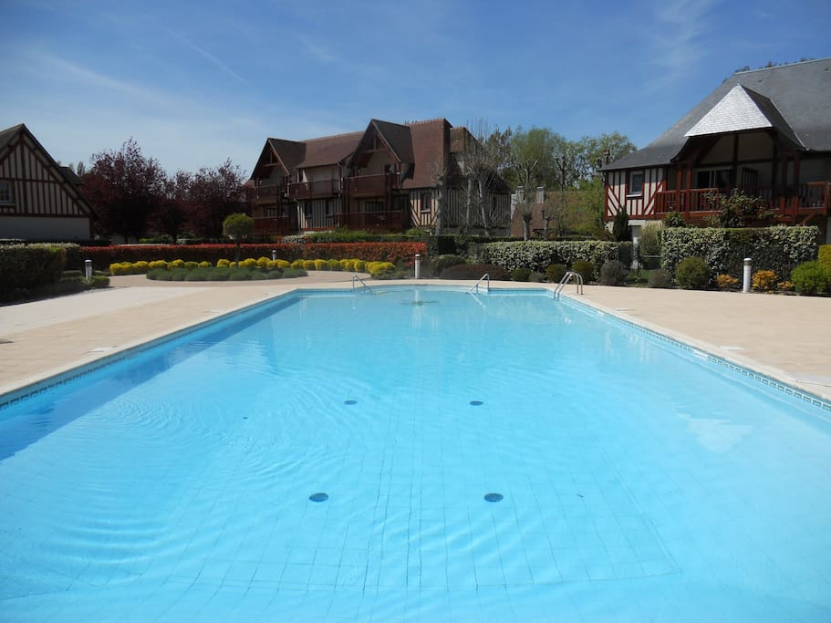 Deauville piscine chauff e 2 tennis parc for Piscine deauville