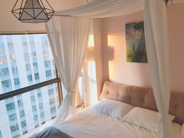 【星雨】复式楼,落地窗,独立私人影院,榻榻米乳胶床
