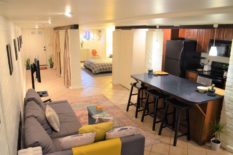 Bright, zen, comfortable studio with lots of space!