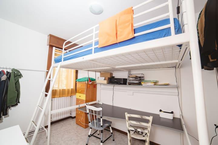 Camera singola con letto soppalco - Albignasego - Apartamento