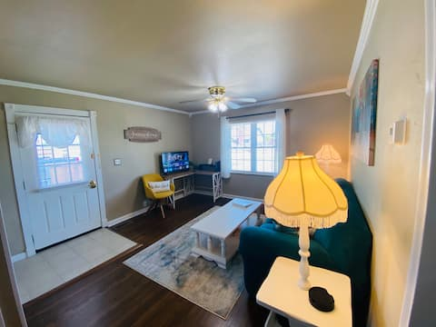 Charming Bungalow-safe area-8 minutes from S Tulsa