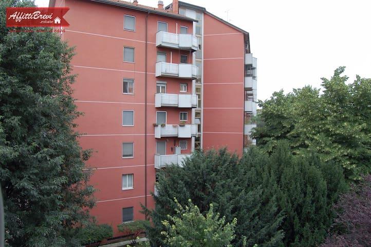 Appartamento Viale Ungheria 48. - Milán - Apto. en complejo residencial