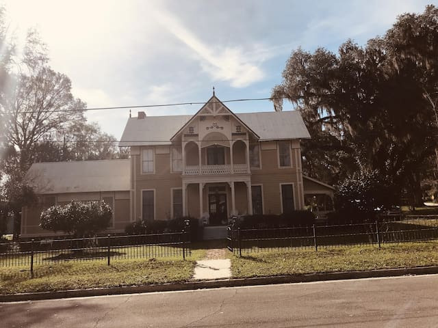 1885 J. M. Henry Mansion - Monticello/ Tallahassee