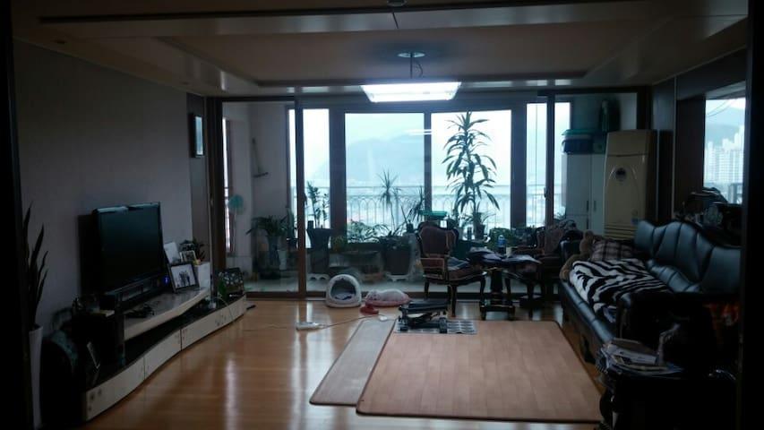 일반가정용 50평형 아파트임^. 넓게 공간확보가 되고 편리합니다