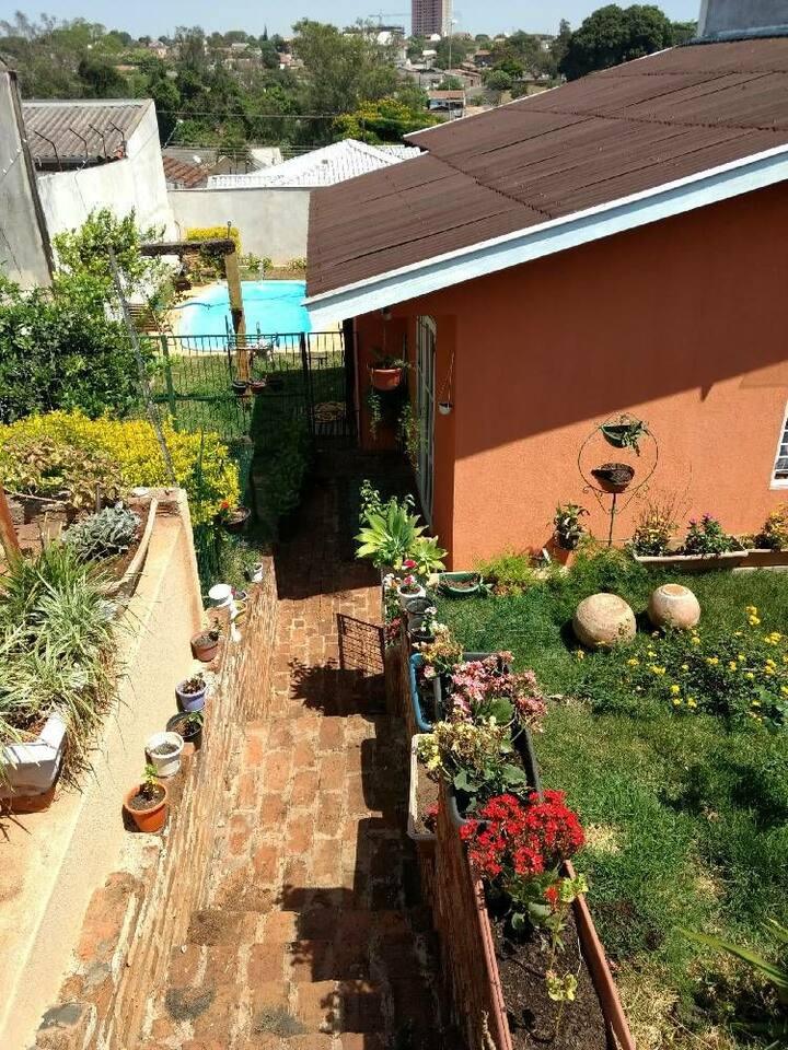 A melhor casa de Londrina. Próximo da UEL (3km).