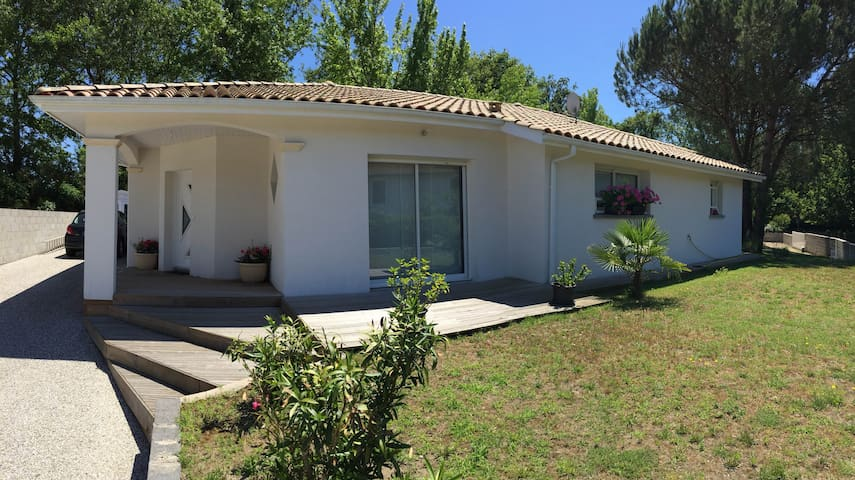 Chambre 2 personnes avec terrasse et piscine - Linxe - House