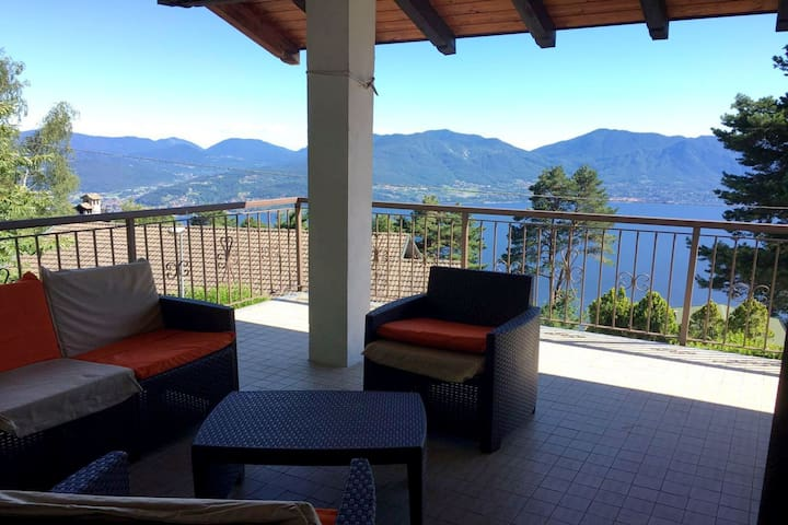 Accogliente villa con vista lago a Trarego Viggiona
