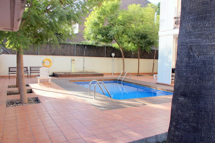 2br apart.near Barcelona.Beach.up to 5pax