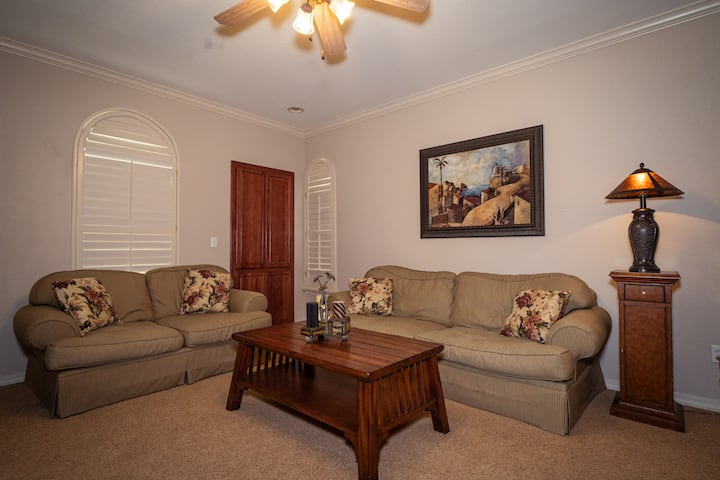 2 King Bed, 2 Bath Golf Condo with Full Kitchen & Dining Room