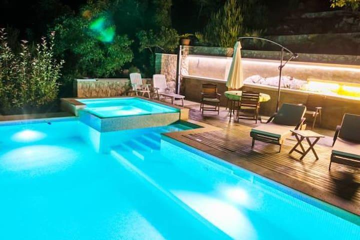 VILLA MIOLIN - SWIMMING POOL, FREE INTERNET - Trpanj - Apartamento