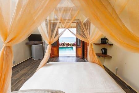 VILLAS BADIENE: Chambre accès direct plage