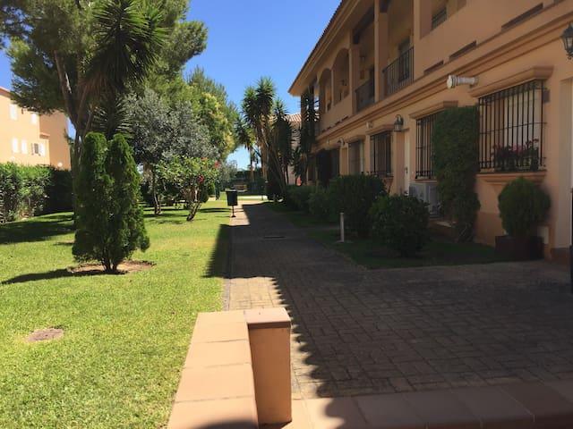Apartamento con encanto en Novo Sancti Petri.