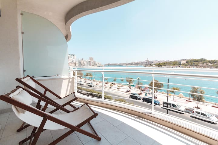 Marsamuscetto Luxurious Seafront Apartment