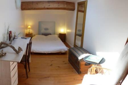 Chambre dans vaste grange rénovée à 20mn de la mer - Servian - Casa