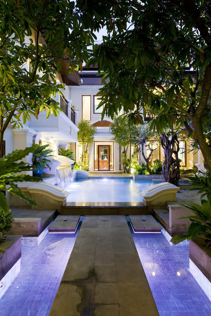 Luxury resort villa close to the beach