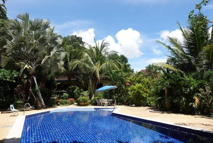 Communal Pool House 5 minutes to Patong Beach
