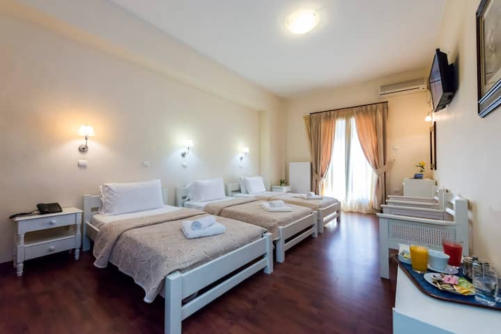 Akroyali Seafront Retreat-Golden Sunset Suite
