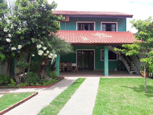 Casa confortavel com um quintal amplo - Peruíbe - Talo