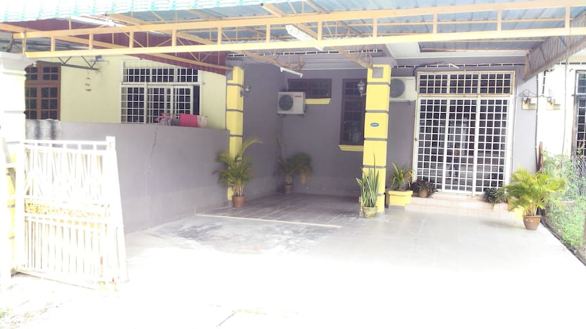 Mentary Stay 3 Townhouse Pasir Mas - Pasir Mas - Townhouse
