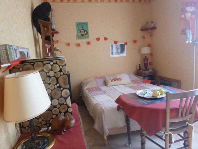 1 chambre à 1 lit double au 6ème et dernier étage