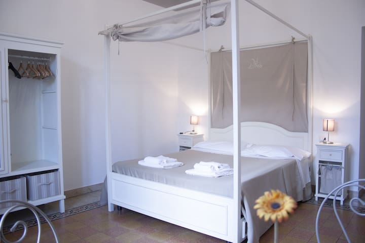 Brownie,romantic and spacious room centre of Rome!