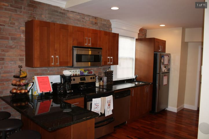 Conveniently Located 1 Bed w/ Parking