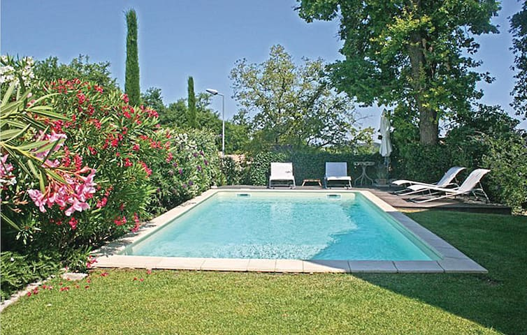 Semi-Detached with 3 bedrooms on 73 m² in St-Rémy-de-Provence