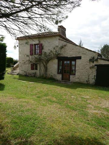 Maison lotoise avec piscine privée - Saint-Matré - บ้าน