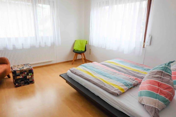 Schlafzimmer 1; Bibliothekszimmer Gemütliche und lichtdurchflutet  NEU: Doppelbett 1,60x2 m