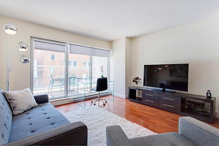 Modern 2 bedroom downtown central!