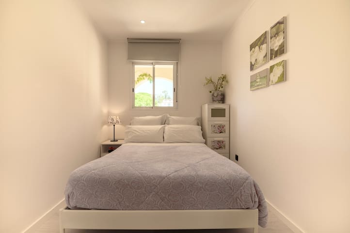 Bedroom 3 - 1 double bed. Option of placing a baby crib.